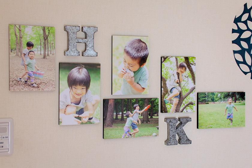 リビングの壁に飾られた写真