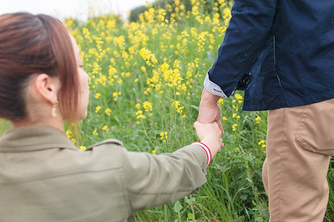 繋いだ手と手
