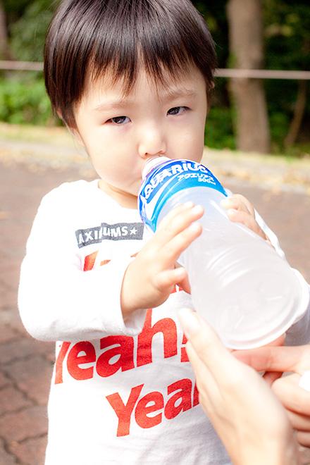 水分補給も忘れずに!自分でしっかり持って飲めますね
