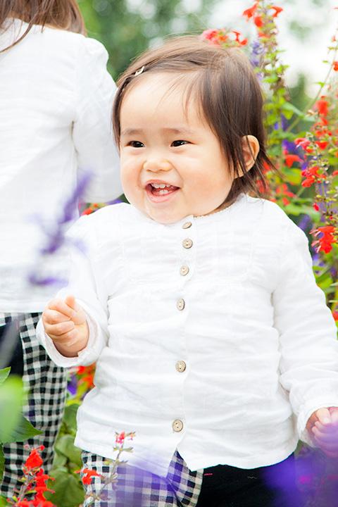 嬉しそうな笑顔の女の子