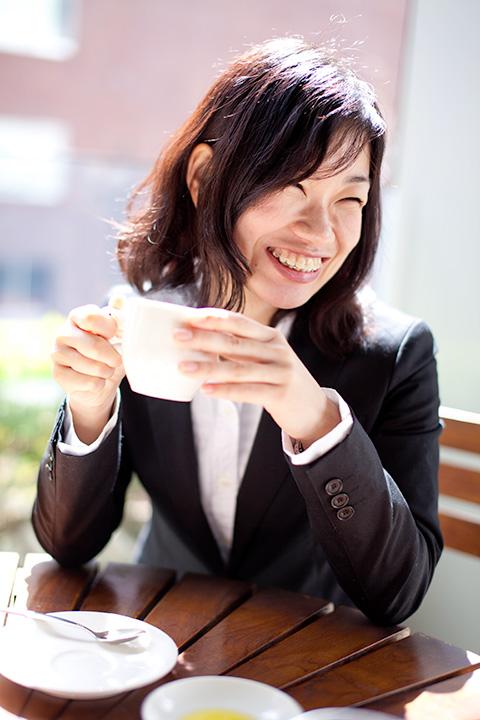 カフェでキュートな笑顔