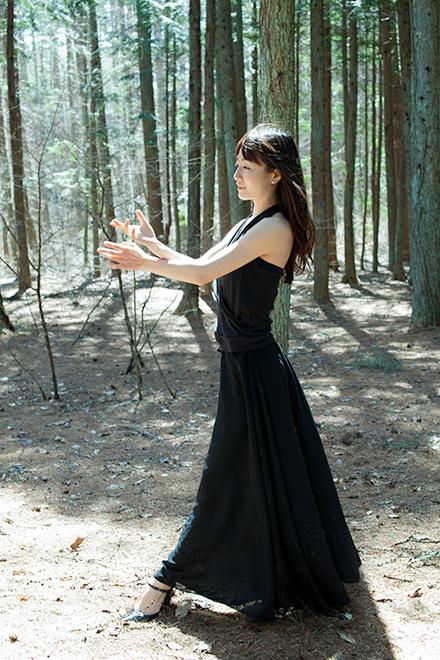 森の中で連続写真1