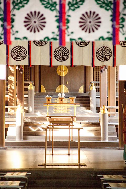 ご祈祷前の静かな拝殿