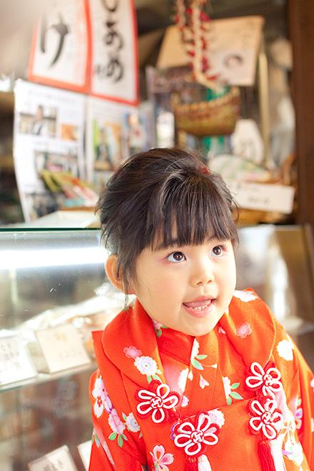 何が食べたいか報告中の女の子