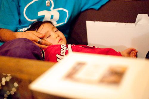 ぐっすり眠る子供