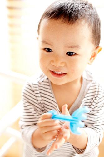 男の子の笑顔の写真