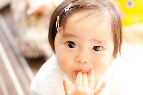 1歳を迎える女の子