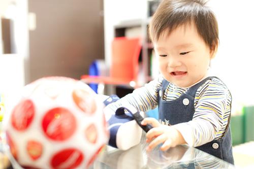 お靴とサッカーボールと男の子