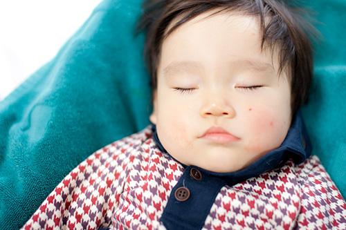ぐっすり寝ているお子さま