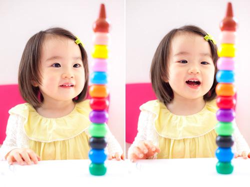 クレヨンのタワーを作った女の子