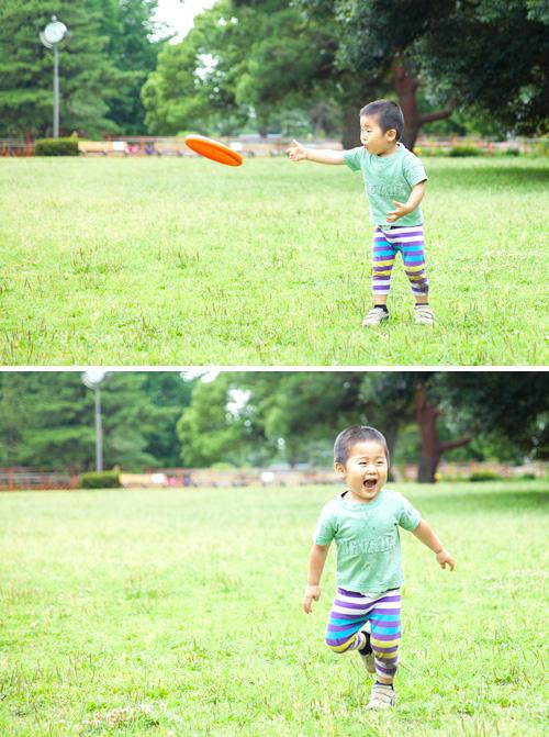 フリスビーを投げる男の子