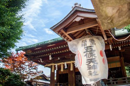 神社と青空