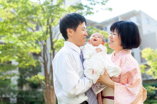 仲良く笑うご家族