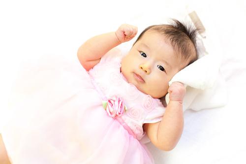 ピンクのドレスを着た女の子