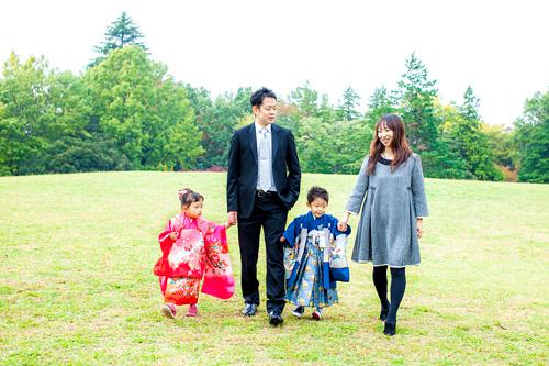 歌いながら歩くご家族