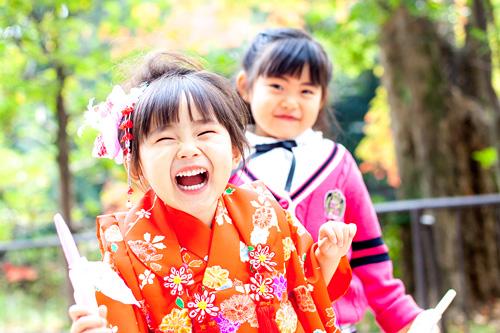 楽しそうに笑うお姉さんと妹さん