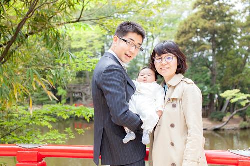 橋の上のご家族3人