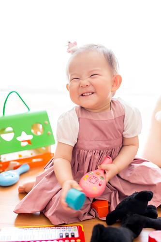 笑顔がとてもかわいい1歳の女の子