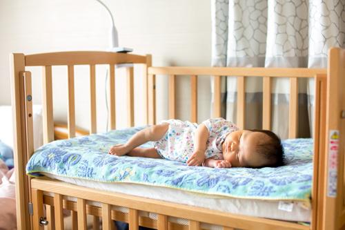 いつものベッドで眠る女の子