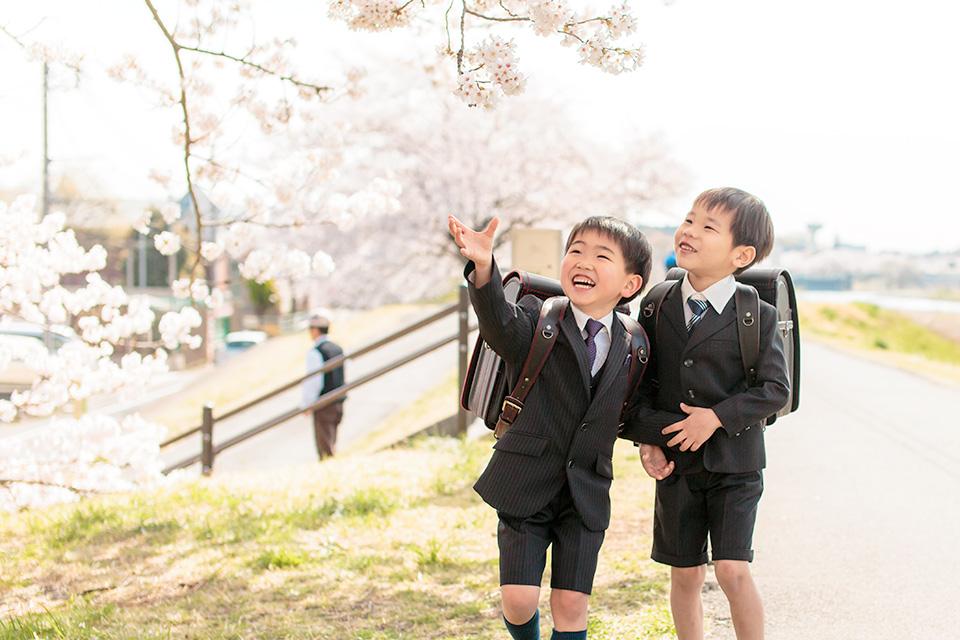 桜の枝に手が届くほど大きくなったね