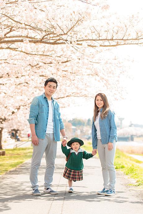 家族3人で記念撮影
